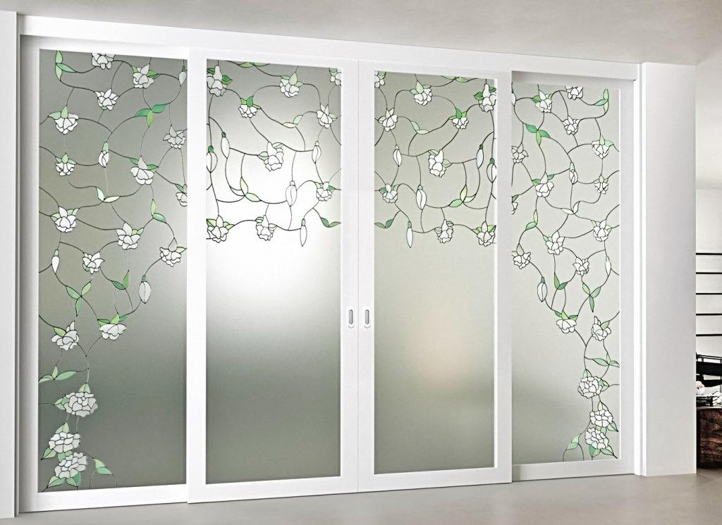 двустворчатые входные двери со стеклом