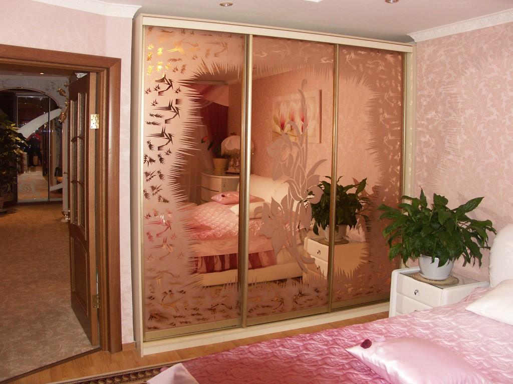 фото рисунков на стекле в мебель